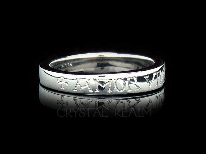 Amor Vincit Omnia - Love Conquers All - Hand-Engraved Tapered Posy Ring in Platinum
