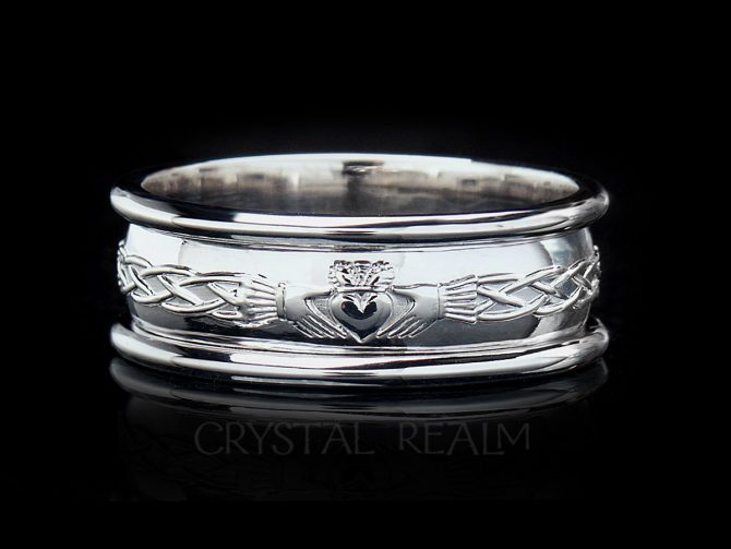 Heavy weight Celtic claddagh ring with trim