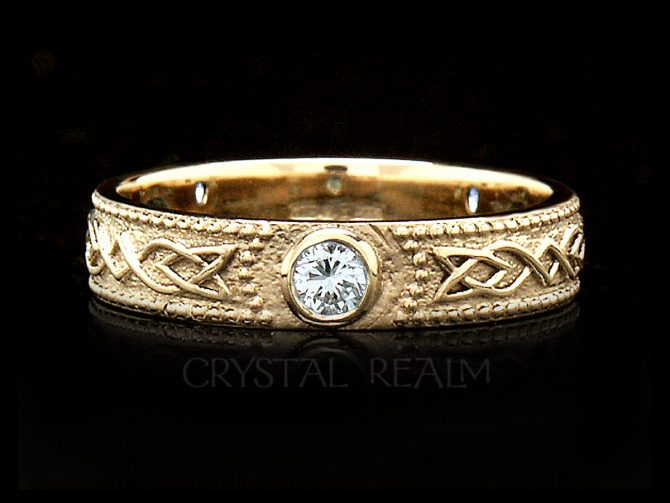 Women's Celtic Shield Band with 3 Diamonds, 14K Yellow Gold